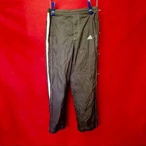 Men's Adidas mesh lined sports pants. A487. MED